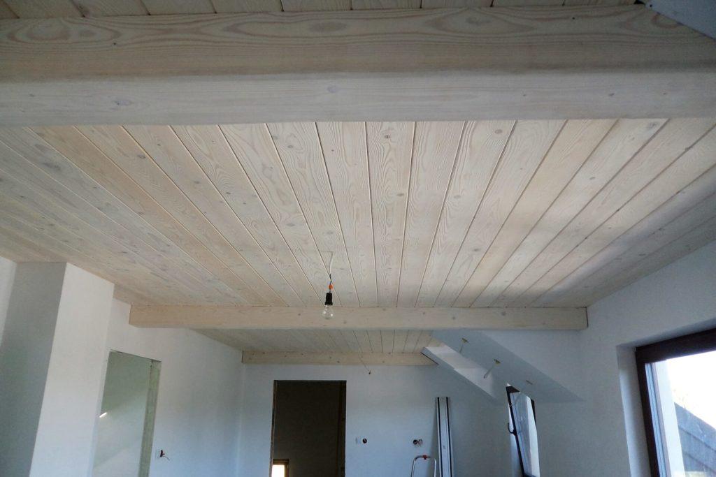 Sufit drewniany ze świerkowych desek postarzanych - FHU Tokarczyk