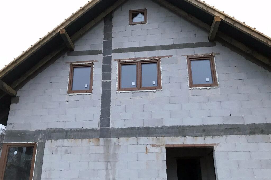 Montaż-okien-drewnopodobnych-Okna-i-drzwi-Tokarczyk-Małopolska