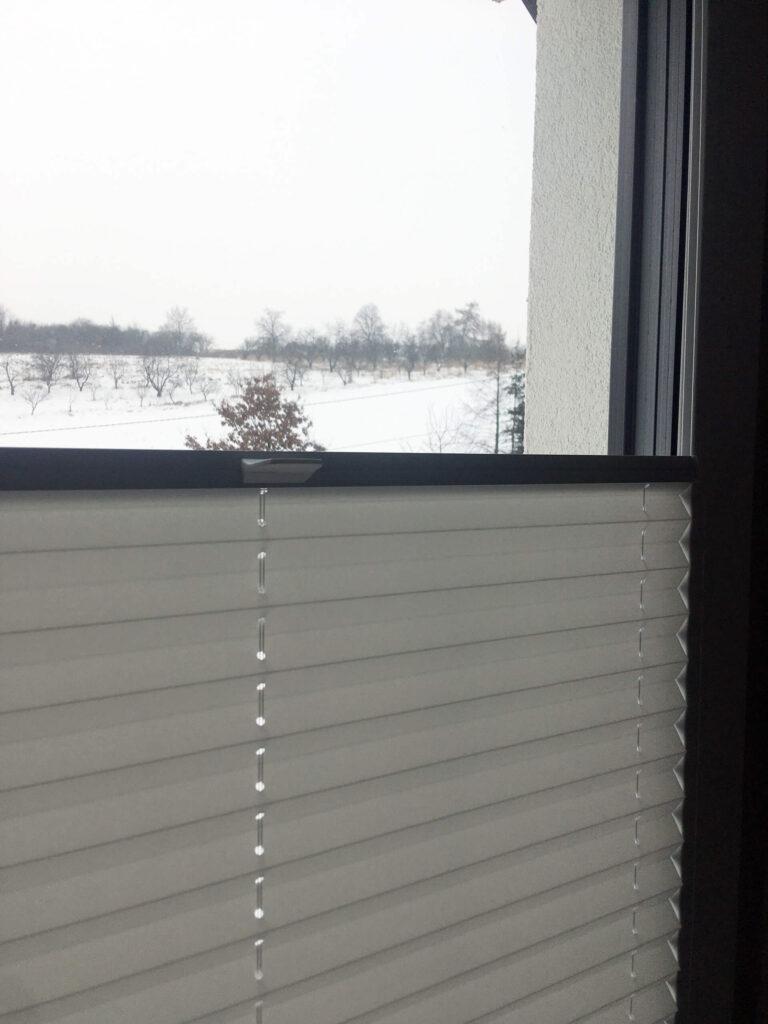 Montaż-plis-okiennych-Okna-i-drzwi-Tokarczyk.jpg