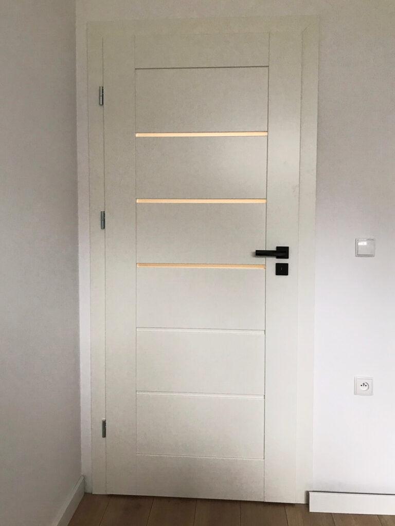 Białe drzwi Erkado - montaż FHU Tokarczyk Kraków