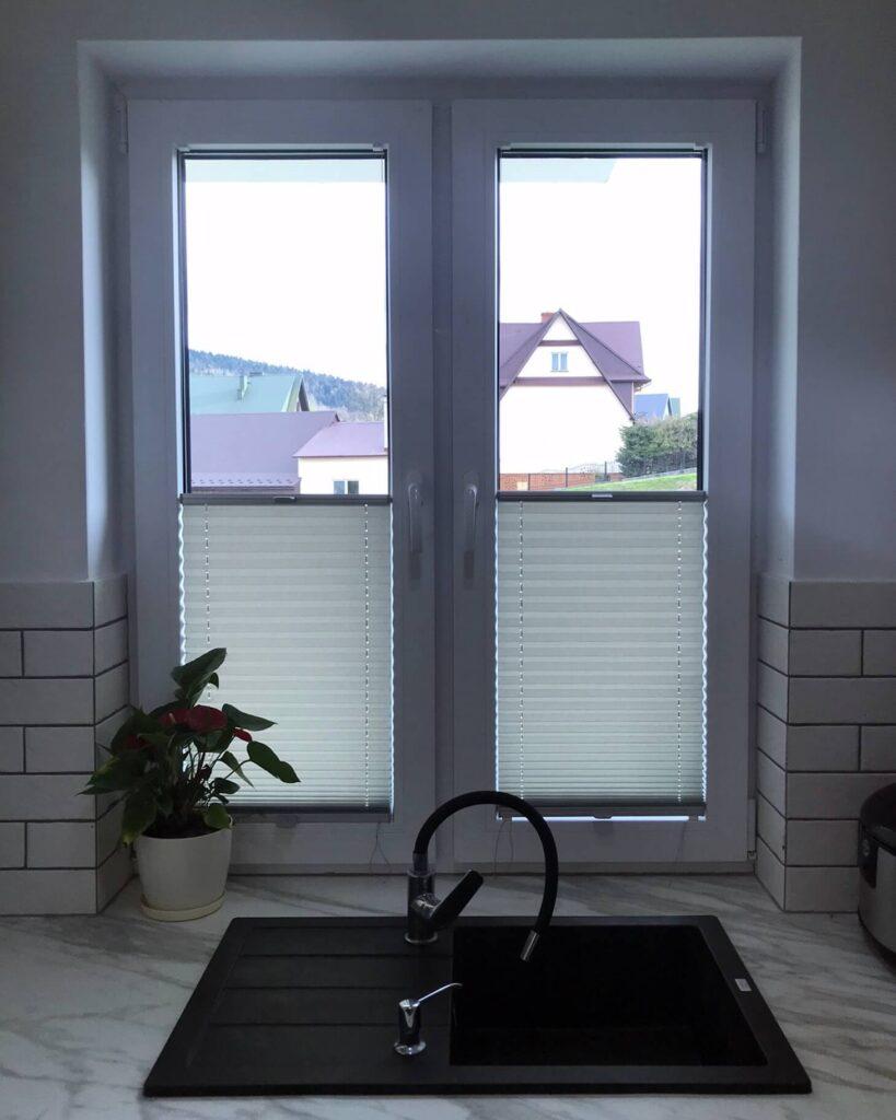 Plisy okienne w kuchni - montaż FHU Tokarczyk Małopolska