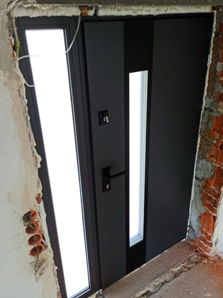 Drzwi wejściowe Delta z naświetlem - Okna i drzwi Tokarczyk Małopolska