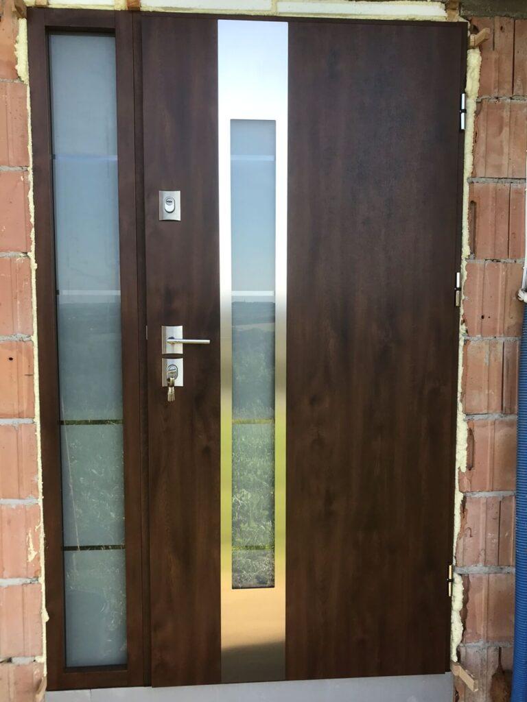 Montaż drzwi wejściowych energooszczędnych Delta Perfect z panelem Inox - FHU Tokarczyk Małopolska