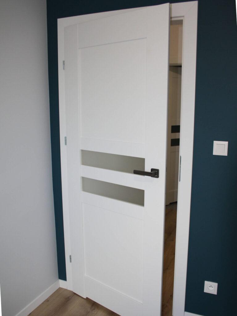 Montaż drzwi wewnętrznych w ościeżnicach regulowanych - FHU Tokarczyk Kraków